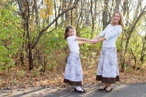 Madre e hijas modestas